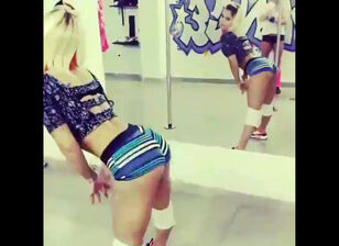 Lira galore twerking